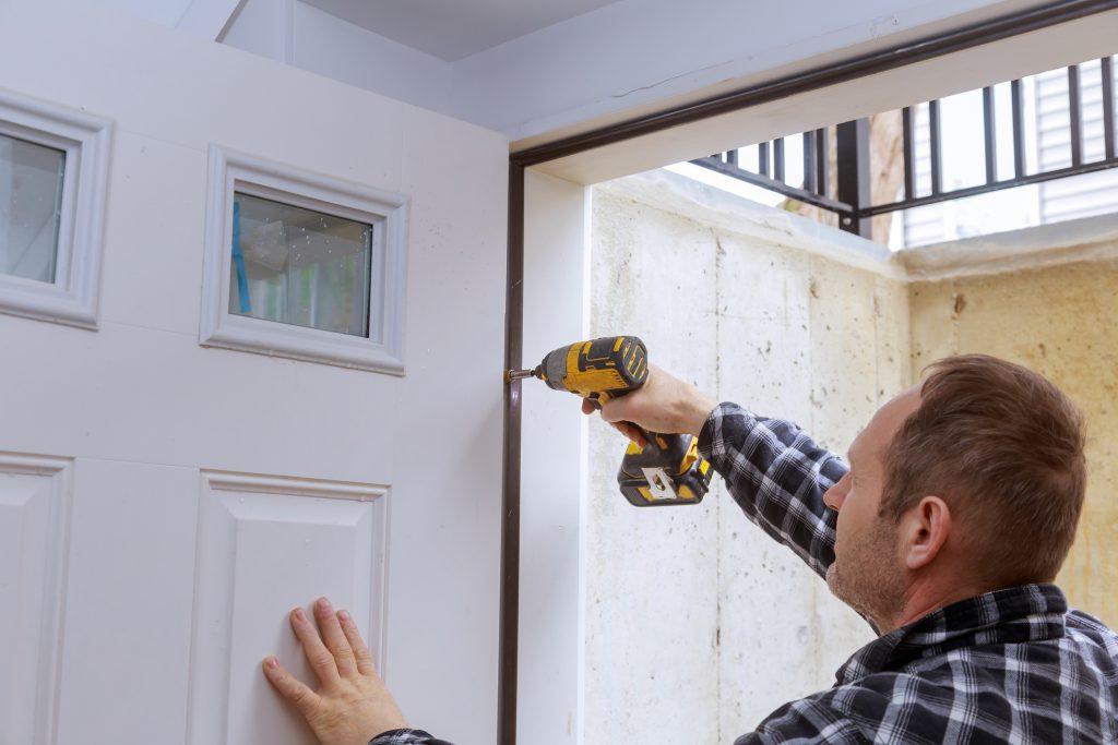deur laten installeren klusjesman